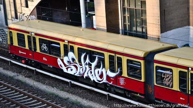 berlin graffiti s-bahn